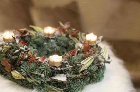 Dizainerės patarimai Kalėdiniam biuro ir namų dekorui