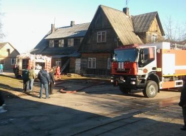 Varėnoje ,  Vytauto gatvėje įtartas namo gaisras