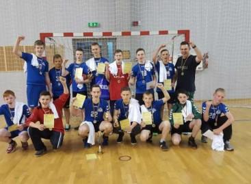 Varėnos sporto mokyklos 14-mečiai rankininkai – Lietuvos vicečempionai