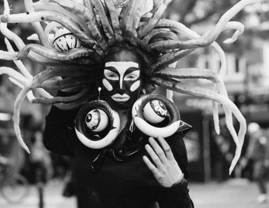 """Ritualinės tatuiruotės, kostiumų gamyba ir Shaltmiros raganystės  – festivalio """"Yaga Gathering"""" kūrybinės dirbtuvės kvies naujai pažvelgti į savo kūną"""