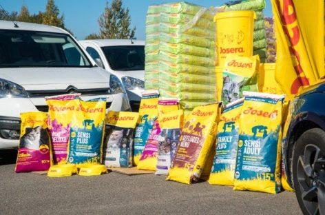 Beglobiams gyvūnams dovanoja net 11 tonų sauso pašaro